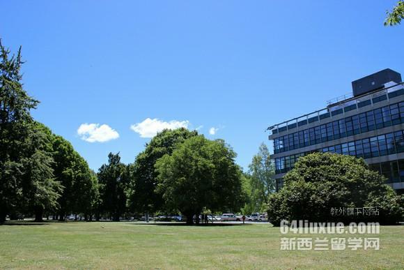 在新西兰维多利亚大学读语言多少钱