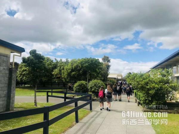 去新西兰学旅游专业哪个学校好