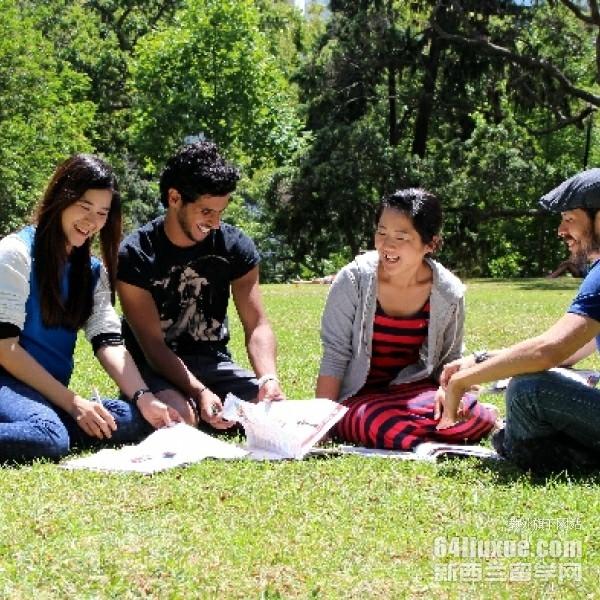 奥克兰大学语言专业排名