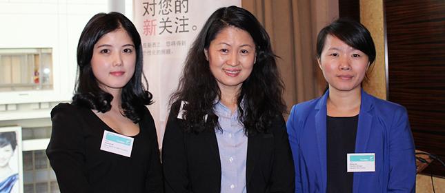 教外留学应邀参加新西兰驻上海总领事馆教育论坛与官员Shelly合影